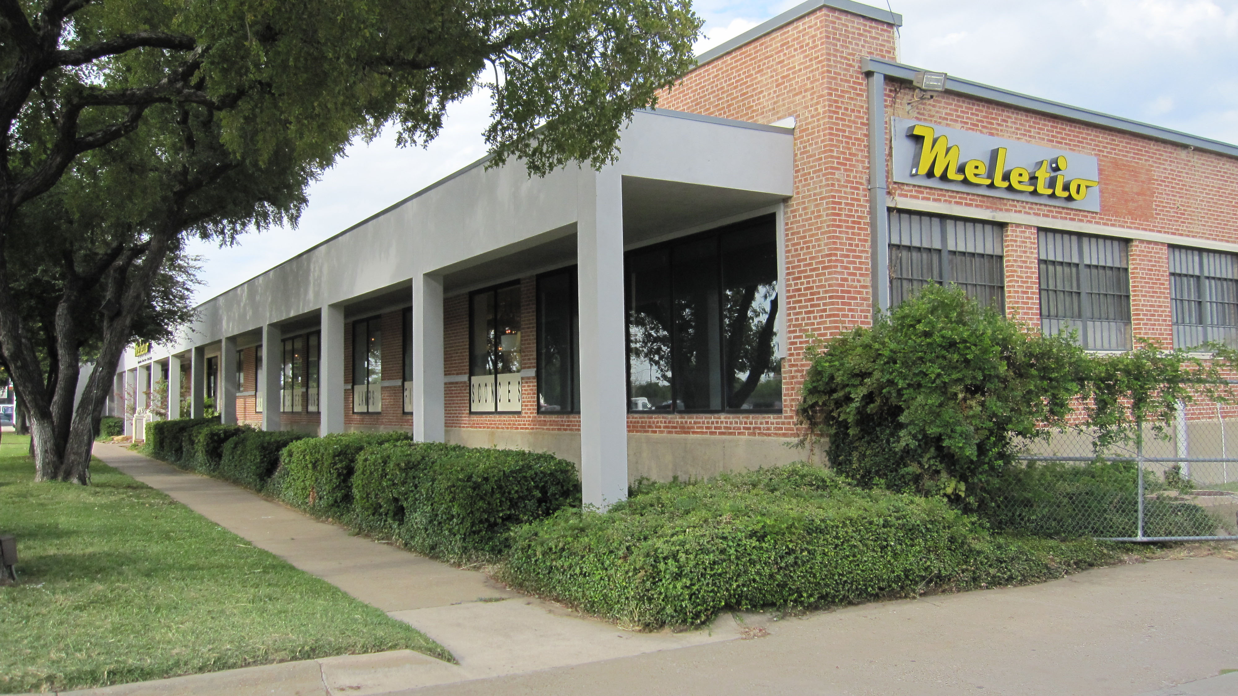 Meletio's - Dallas, Texas - GenFlex TPO Roofing / Wall Coping / Gutters & Downspouts